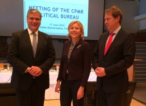 Photo (G-D) Vasco Cordeiro, Président de la CRPM et Président du Governement regional des Açores, Henna Virkkunen, MEP, et Rogier Van Der Sande, Ministre régional de Zuid-Holland et Vice-Président de la CRPM